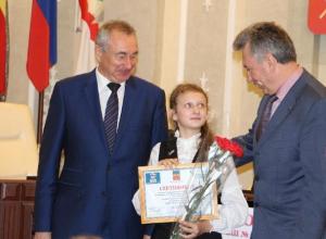 15 лучших школьников Волгодонска удостоены именных стипендий