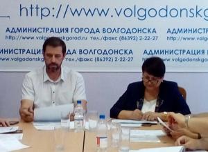 «Объяснениями на уровне детского сада» назвал выступления чиновников депутат Брежнев