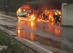 Появились жуткие кадры горящих машин после ДТП на автодороге Ростов-Волгодонск