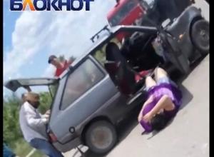 Шокирующие кадры первых минут после ДТП недалеко от Волгодонска сделали очевидцы