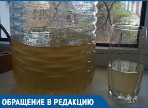 Текущая из кранов желто-коричневая вода возмущает волгодонцев