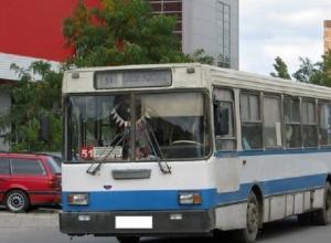 Пенсионерку зажало дверьми автобуса №51 в Волгодонске