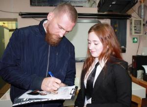 Юные волгодонские журналистки проинтервьюировали звезду мирового бокса на пути к финалу «Rosatom's COOL»