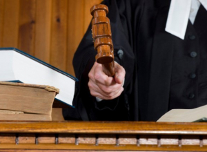 Экс-судью Николая Строка из Волгодонска и его группу «черных риэлторов» приговорили к реальным срокам