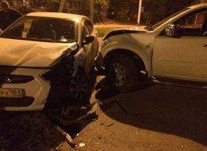 Водитель «Мицубиси» разбил стоящий возле дороги «Хендай» в Волгодонске