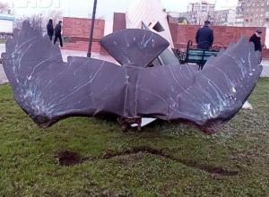 Скульптор Дердиященко рассказал о работе над восстановлением «Стелы строителей Волгодонска»