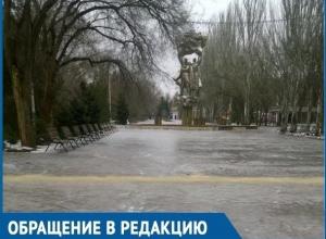 Волгодонцев рассмешила песочная «Дорога жизни» в обледеневшем Парке Победы