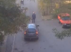 «Иногда я сама не понимаю женщин»: волгодончанка сняла на видео припаркованный посередине дороги автомобиль
