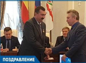 Начальник Роспотрбнадзора Волгодонска и член Союза художников получили памятные знаки «80 лет Ростовской области»