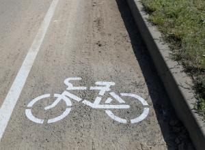 Почти в 4000 рублей водителям может обойтись парковка на новой велодорожке в микрорайоне В-9