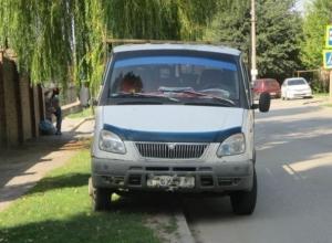 Волгодонцев продолжают штрафовать за парковку на газонах