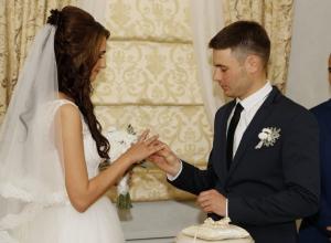 В Волгодонске 1000-й семейной парой 2015 года стали выпускники техникума МИФИ