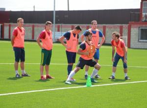 Два победных гола принесли ростовской команде ведущие игроки ФК «Волгодонск»