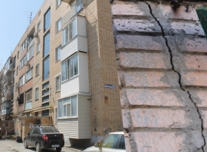 Более 130 миллионов рублей вложат в ненадёжный «дом-подкову» в Волгодонске