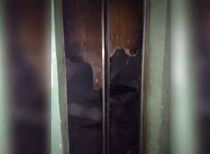 Волгодонцев заставляют платить за сгоревший дотла лифт