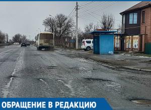 Асфальт на улице Железнодорожной просто тает на глазах, - житель Волгодонска