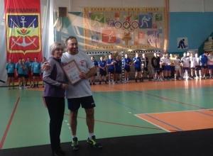12 коллективов трудящихся Волгодонска доказали, кто лучше фланкирует и играет в волейбол