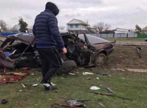 Появились фото с места смертельной аварии на автодороге Волгодонск-Большая Мартыновка