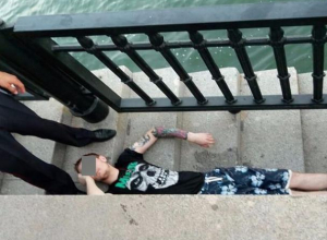Неудачный прыжок экстримала из Волгодонска с Ворошиловского моста в Ростове попал на видео