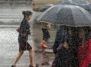 На Волгодонск снова идут дожди и ветер