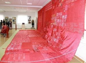 Огромное 15-метровое «Знамя победителей» развернули в Волгодонске