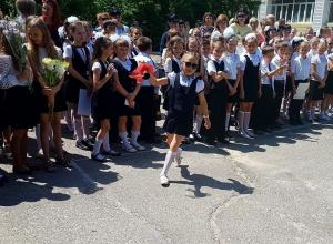 Школьники из Волгодонска «хайпанули» на «Последнем звонке»