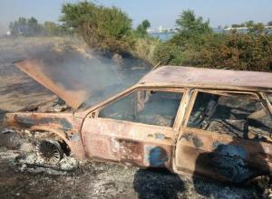 Сгоревшую дотла «девятку» на берегу Цимлянского водохранилища обнаружили в Волгодонске