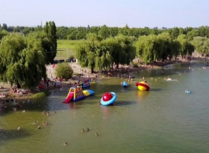 «Борьба добра и зла»: как проходит подготовка городского пляжа в Волгодонске к купальному сезону