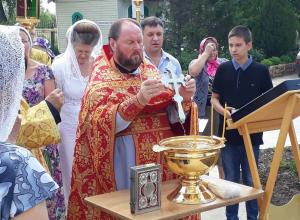100-летие мученической кончины святых Царственных страстотерпцев молитвенно почтили в Свято-Троицком храме
