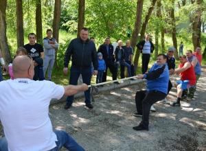 Полицейские сразились в волейболе, перетягивании каната и приготовлении ухи в Волгодонске