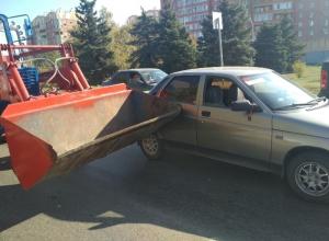 Трактор «поцеловал» ВАЗ-2110 в бок на проспекте Строителей