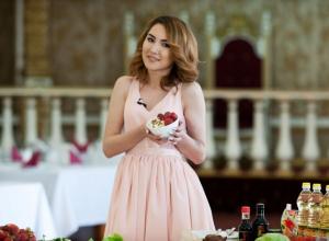 Участница «Мисс Блокнот» получила «двойку» за оставленный в салате «хвостик» от клубники