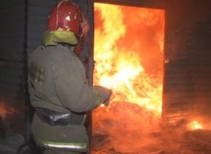 В Волгодонске загорелся торговый ларек