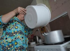 Жители нескольких домов в Волгодонске почти месяц живут без горячей воды