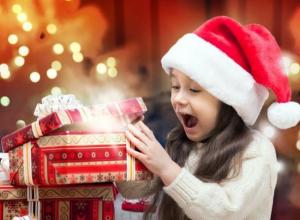 Дед Мороз по дороге на праздник всегда забегает в КПК «СБС»