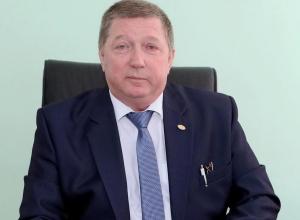 Жена «завхоза» Сергея Вислоушкина получает в 3 раза больше него, имеет трактор и экскаватор