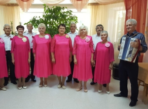 Поздравления, концерт и праздничный обед: пожилых людей Центра соцобслуживания поздравили с праздником