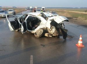 Два человека погибли в тройном ДТП с участием микроавтобуса на трассе Ростов-Волгодонск