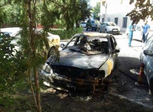 Три машины сгорели на Степной из-за поджога «Хендай Акцент» в Волгодонске
