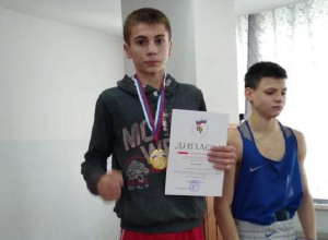 Одержав четыре победы, боксер из Волгодонска получил путевку на Всероссийские соревнования
