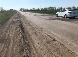 «Без слез не проедешь»: Первые 10 километров трассы от Волгодонска до Зимовников превратились в «труху»