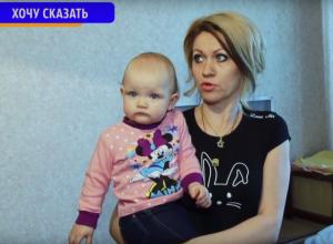 Семью инспектора ГИБДД с годовалой дочерью затопило в собственной квартире
