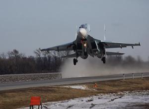 Бомбардировщик Су-30М2 и два истребителя приземлились на трассе в ста километрах от Волгодонска