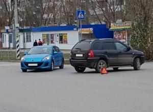 Две иномарки не разъехались на перекрестке в Волгодонске