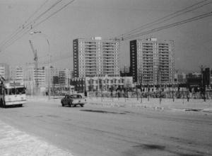 Волгодонск прежде и теперь: Торговый центр и Энтузиастов снежной зимой 30 лет назад