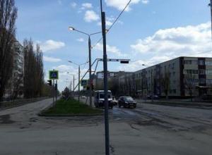 Только в Волгодонске днем горят уличные фонари, - читатель