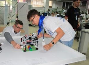 Волгодонцы стали триумфаторами фестиваля робототехники в Ростове