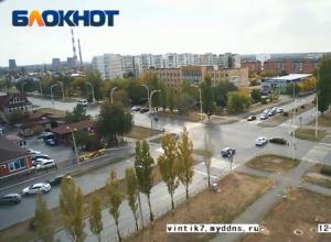 Момент столкновения несущихся на большой скорости «Тойот» возле «Камина» попал на видео