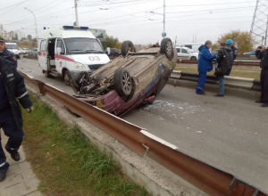 В Волгодонске ВАЗ перевернулся на крышу при съезде с моста на Прибрежную
