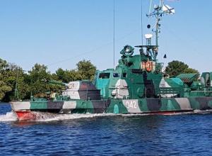 В Волгодонском районе были замечены два военных бронекатера АК-201 из состава Каспийской флотилии ВМФ России